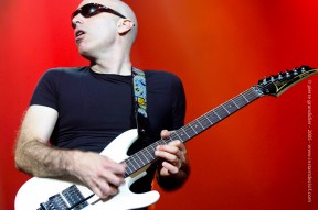 Joe Satriani au Galaxie